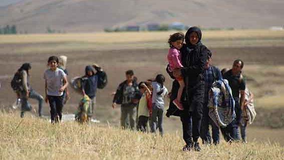 'Çocuklarımız eğitim alsın diye Türkiye'ye kaçtık'