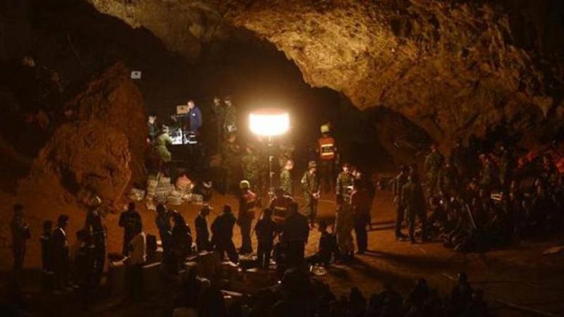 Mağarada mahsur kalan futbolcular Netflix'le anlaşma imzaladı