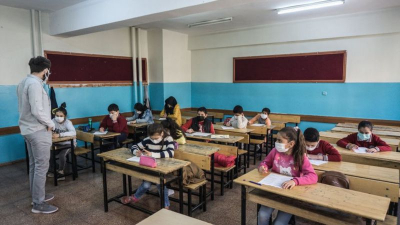 '2 ayda binlerce öğrenci Covid-19'a yakalandı, 24 eğitim çalışanı hayatını kaybetti'