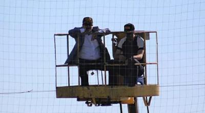 Adana Demirspor Başkanı vinçle maç izledi