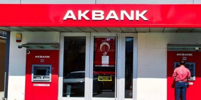 Akbank, kredi ve kredi kartı ödemelerini 1 gün faizsiz öteledi