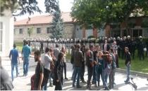 Anadolu Üniversitesi güvenliğinden öğrencilere: Keserim lan sizi!