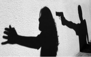 Cezaevinden çıkıp eşini öldürdü!