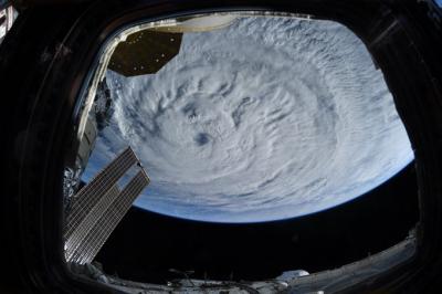 Dev Larry Kasırgası uzaydan görüntülendi