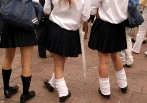 Etek giyen öğrenciler disipline verildi!