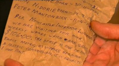 Evini restore eden adam, 47 yıl önce duvara gizlenmiş bir mektup buldu