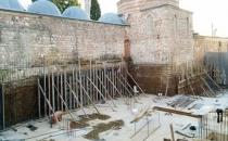 İlber Ortaylı: 450 yıllık külliyenin dibine beton dökülmesi büyük rezalet!