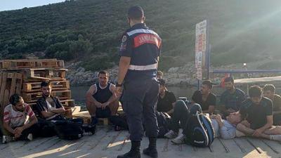 İzmir'de 19 düzensiz göçmen yakalandı