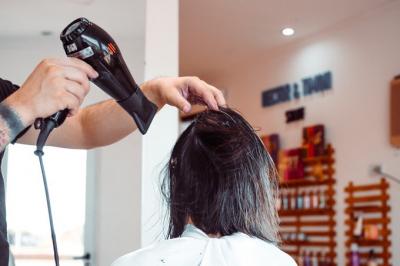 Kuaför salonu, saçını istediği gibi kesmediği kadına 2,4 milyon lira tazminat ödeyecek