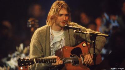 Kurt Cobain'in sigara yanığı bulunan hırkası 334 bin dolara satıldı