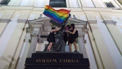 LGBT haklarını ihlal eden Macaristan ve Polonya hakkında yasal işlem başlatıldı