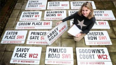 Londra'daki Abbey Road sokağının tabelası 37 bin sterline satıldı
