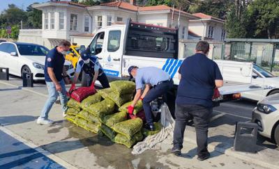 Sarıyer'de kaçak avlanan 1 ton midye denize bırakıldı