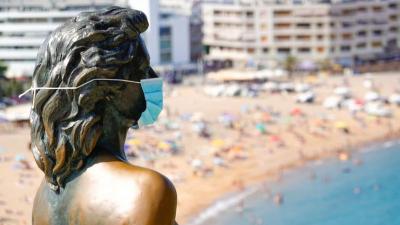 'Sıcak havalarda nefes alabilen pamuk maske takılmalı'