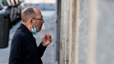 'Sigara içenlerin koronavirüsten ölüm riski daha yüksek'