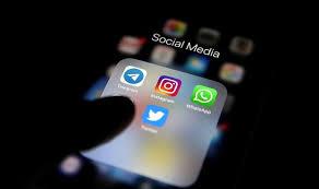 'Sosyal medyada siyasetçileri eleştiren paylaşımlar, pozitif paylaşımlardan iki kat hızlı yayılıyor'