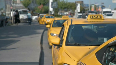 Taksicinin 'Siz Almancısınız, 100 euro verin' teklifini kabul etmeyen yolcular saldırıya uğradı