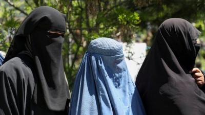 Taliban: Güçlerimiz kadınlarla nasıl konuşulacağını bilmiyor, bir süre evden çıkmayın