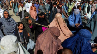 Taliban'ın zorla tahliye kararı protesto edildi