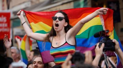 Ticaret Bakanlığı: LGBT ve gökkuşağı temalı ürünlere +18 ibaresi koyulmalı