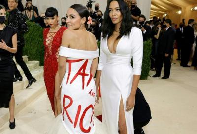 'Zenginleri vergilendirin' elbisesinin tasarımcısı vergi kaçakçısı çıktı
